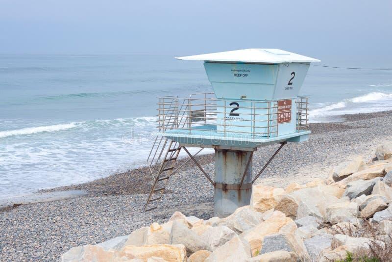 Tour isolée de maître nageur sur la plage photographie stock libre de droits