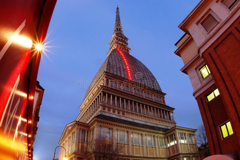 Tour italienne de musée la nuit photos stock