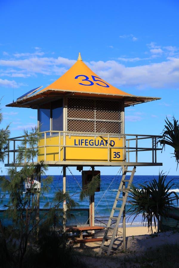 Tour jaune de maître nageur images libres de droits