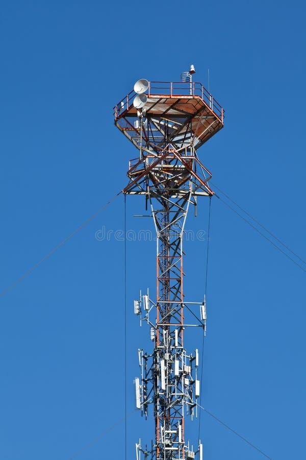 Tour mobile cellulaire de poteau de transmission par radio photo libre de droits