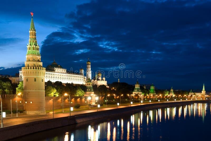 Tour Moscou Kremlin et fleuve image libre de droits