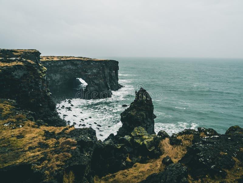 Tour orange de Svortuloft Skalasnagi de phare en péninsule de Snaefellsnes, Islande occidental un jour obscurci images stock