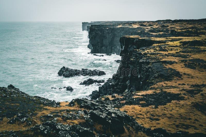 Tour orange de Svortuloft Skalasnagi de phare en péninsule de Snaefellsnes, Islande occidental un jour obscurci image libre de droits