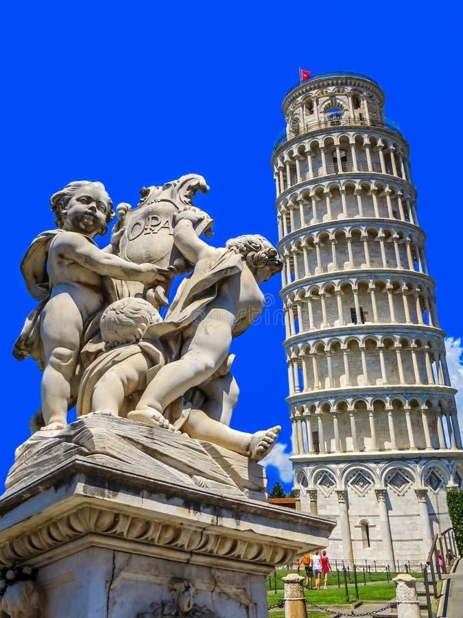 Tour penchée de Pise dans le domaine des miracles - Pise, Italie image libre de droits