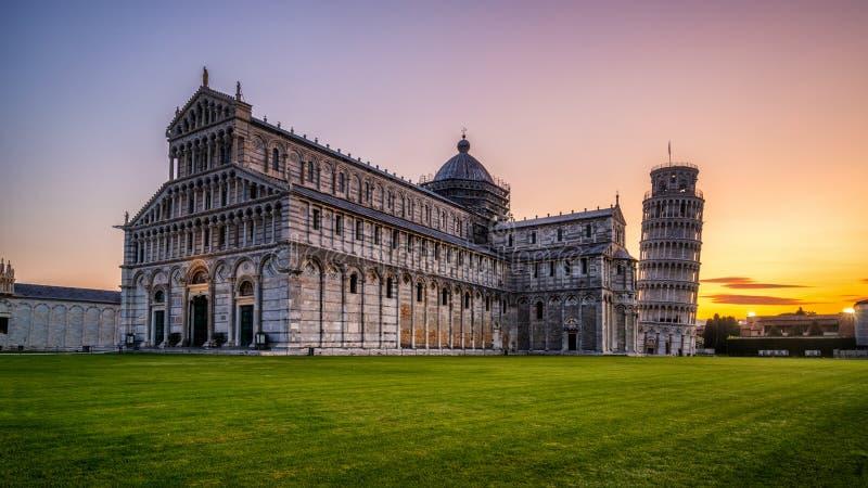 Tour pench?e de Pise ? Pise - en Italie images libres de droits