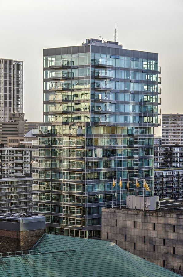 Tour résidentielle en verre photographie stock libre de droits