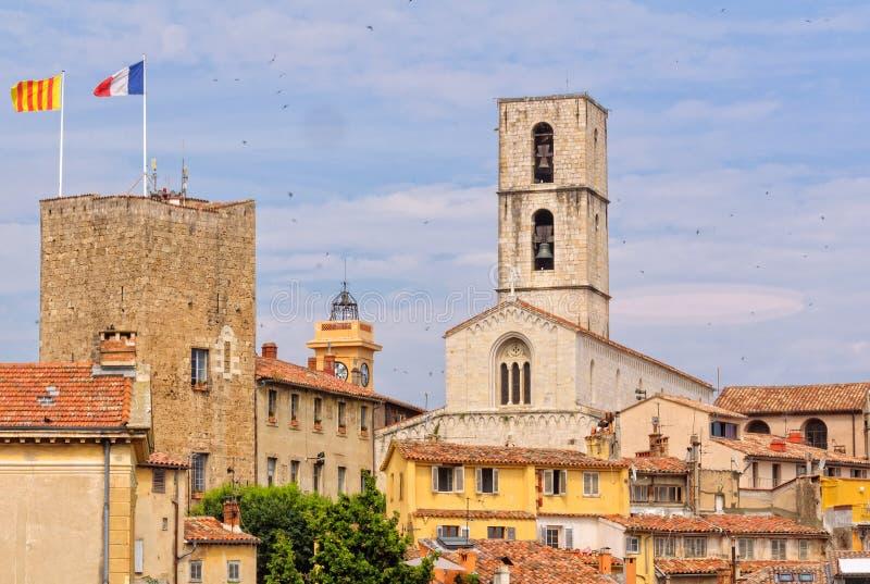 Tour sarrasine et cathédrale - Grasse images stock