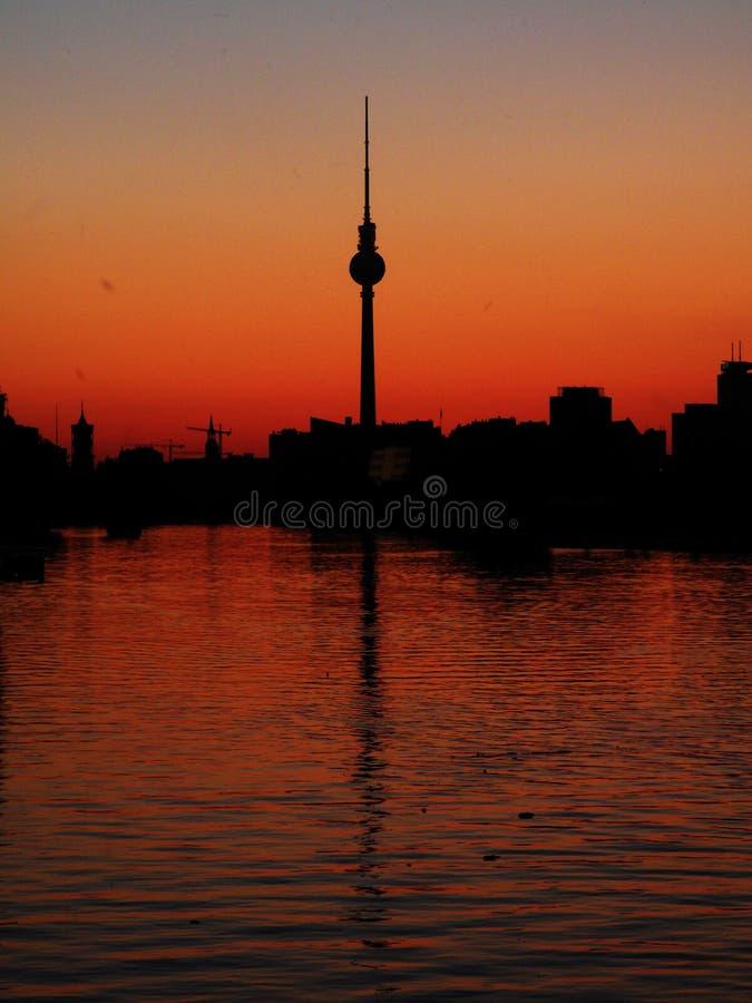 tour TV de coucher du soleil de Berlin Allemagne photographie stock