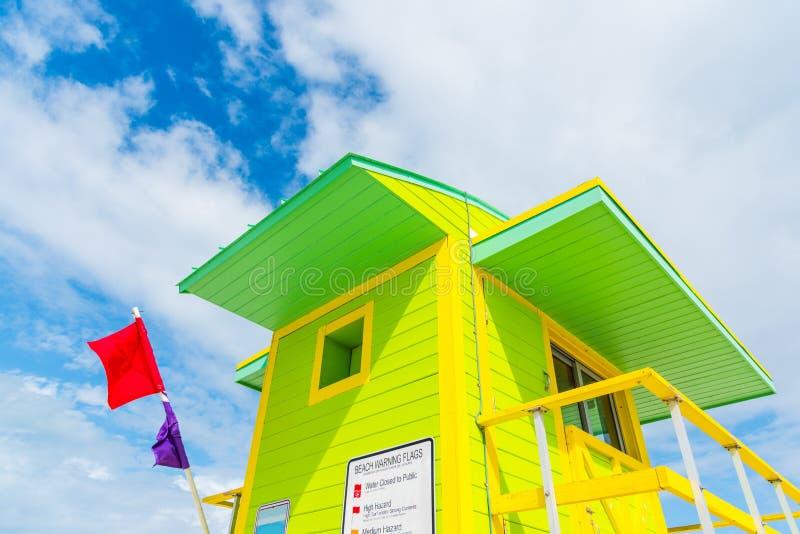 Tour verte et jaune de maître nageur dans Miami Beach image libre de droits