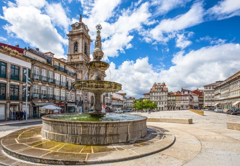 Toural Square Largo do Toural, in het stadscentrum van Guimaraes, Portugal royalty-vrije stock foto's