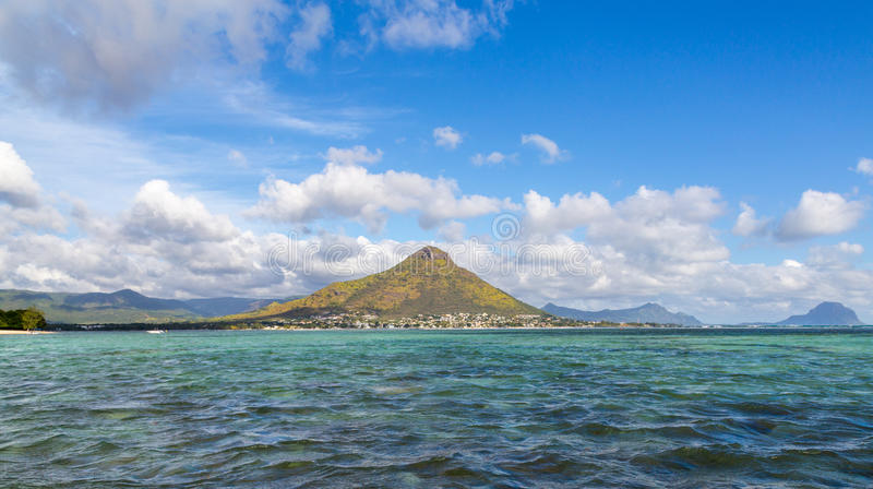 Tourelle du Tamarin Μαυρίκιος από τη θάλασσα στοκ φωτογραφία με δικαίωμα ελεύθερης χρήσης