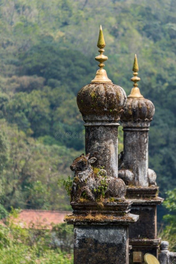 Tourelles sur des mausolées au domaine de Raja Tomb, Inde de Madikeri photographie stock