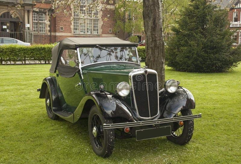 Tourer viejo de Morris, coche verde foto de archivo