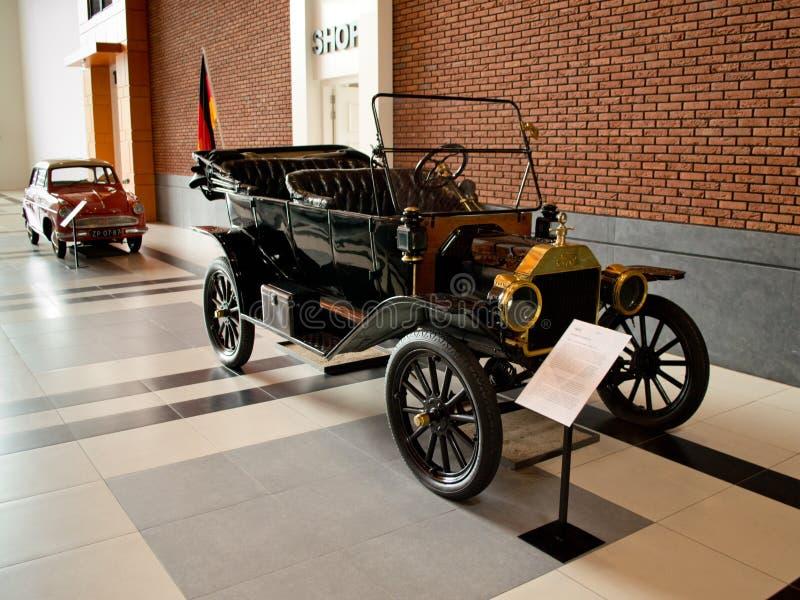 Touring car de Ford Model T en el museo de Louwman imagen de archivo libre de regalías