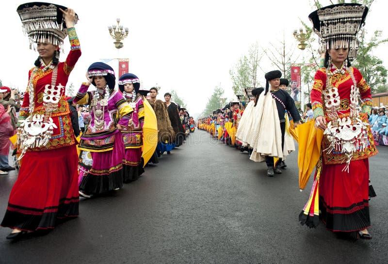Tourisme du rendement d'exposition des danseurs ethniques chinois photo libre de droits