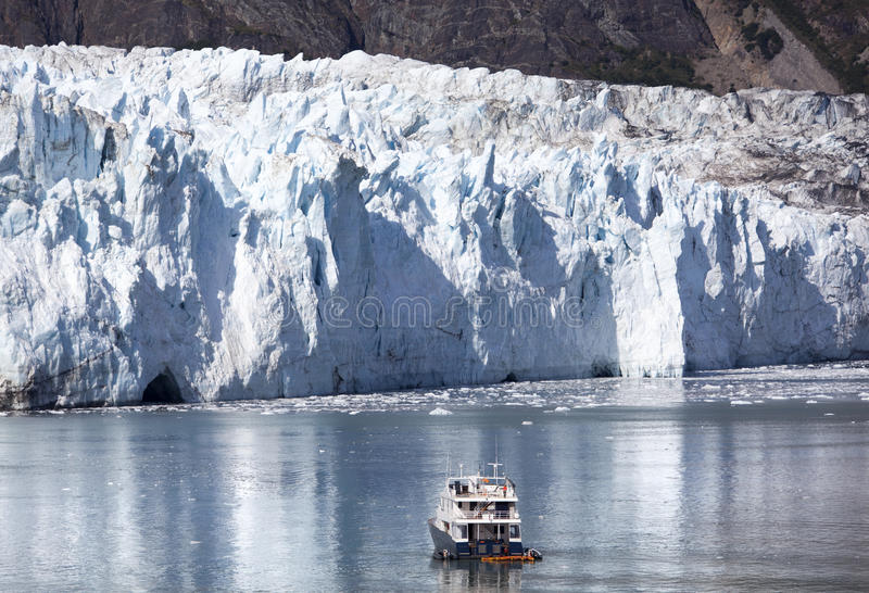 Download Tourismus in Glacier Bay stockfoto. Bild von outdoor - 90236278