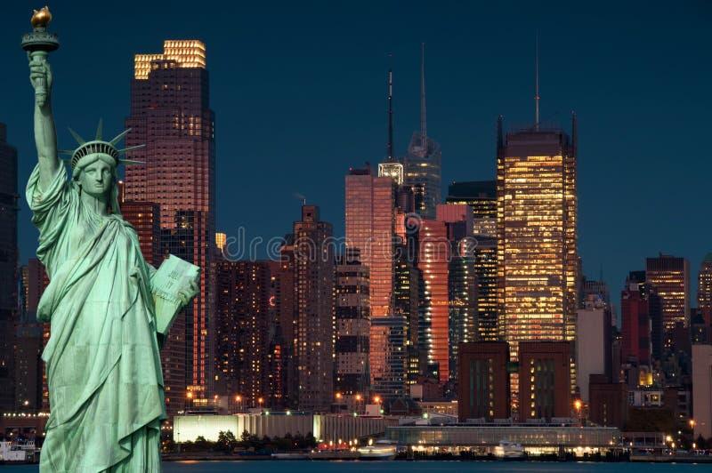 Tourismuskonzept New York City mit Statuefreiheit lizenzfreie stockfotos
