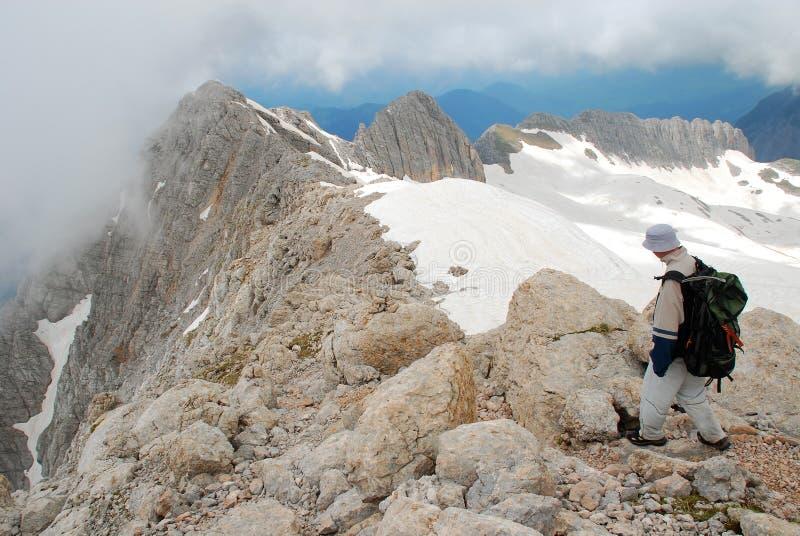 Download Tourist stockfoto. Bild von leute, scheitel, landschaft - 12203084