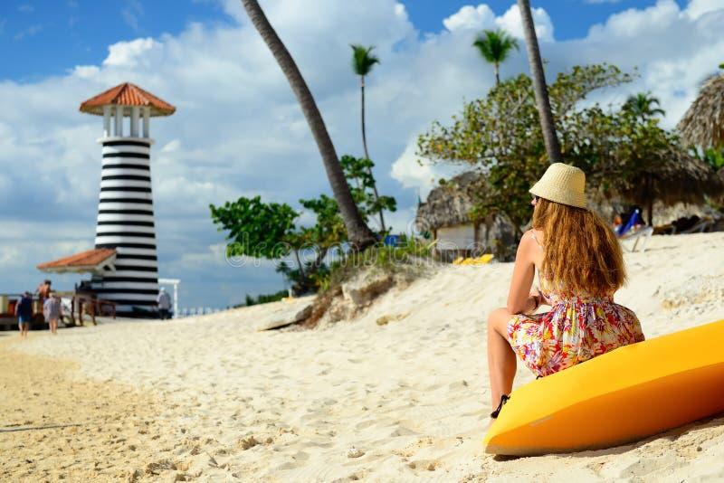Tourist auf dem Dominicus-Strand auf Dominikanischer Republik, Bayahibe lizenzfreies stockfoto