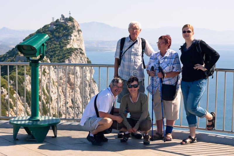 Tourist auf dem Felsen von Gibraltar lizenzfreie stockfotografie