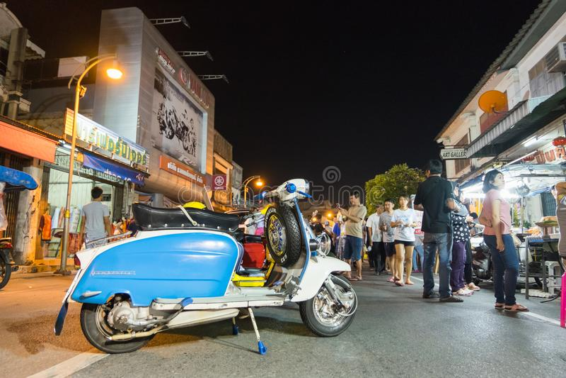 Tourist, der auf 18. chinesisches Neujahr Phuket und altes Phuk geht stockfotos