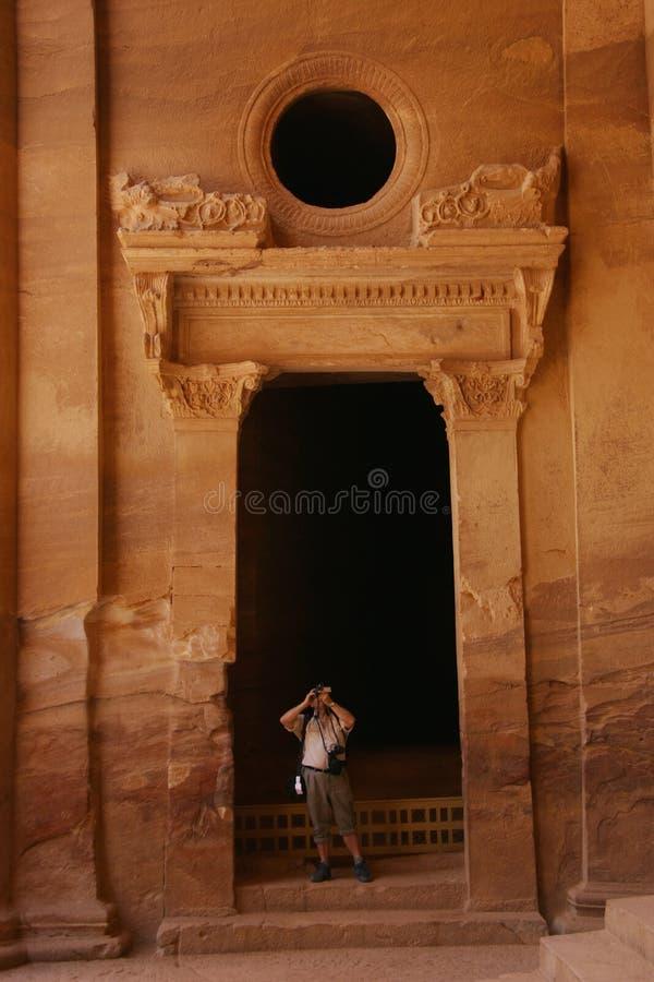Tourist in PETRA lizenzfreies stockbild