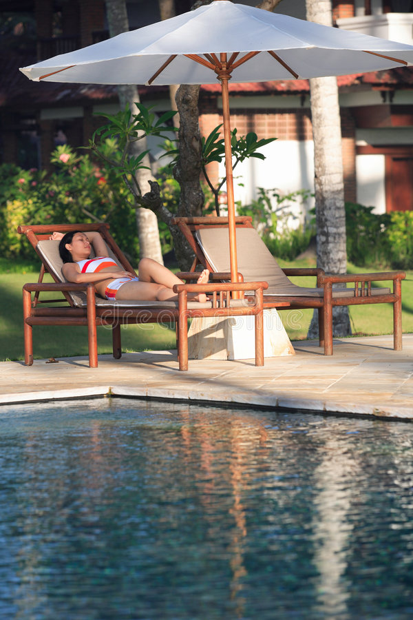 Free Tourist Relaxing By A Swimming Pool Royalty Free Stock Photography - 431867