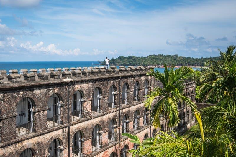 Tourist steht auf dem Dach des Gefängnisses in Port Blair stockbild