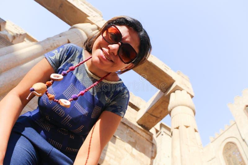 Tourist am Tempel von Luxor - Ägypten lizenzfreies stockbild