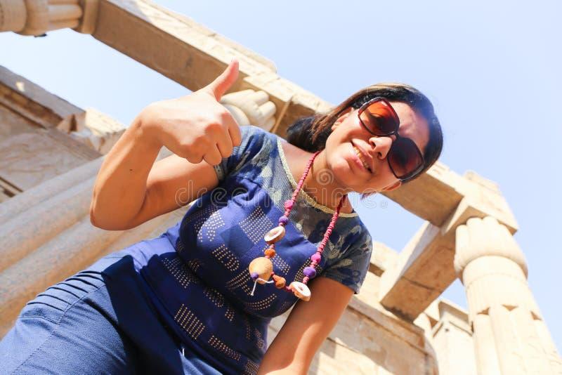 Tourist am Tempel von Luxor - Ägypten lizenzfreie stockfotos