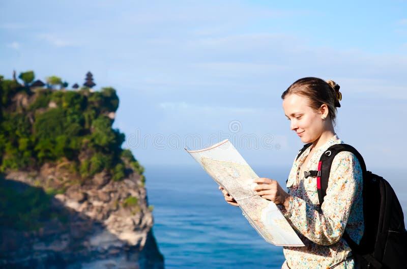 Touriste avec la carte photographie stock libre de droits