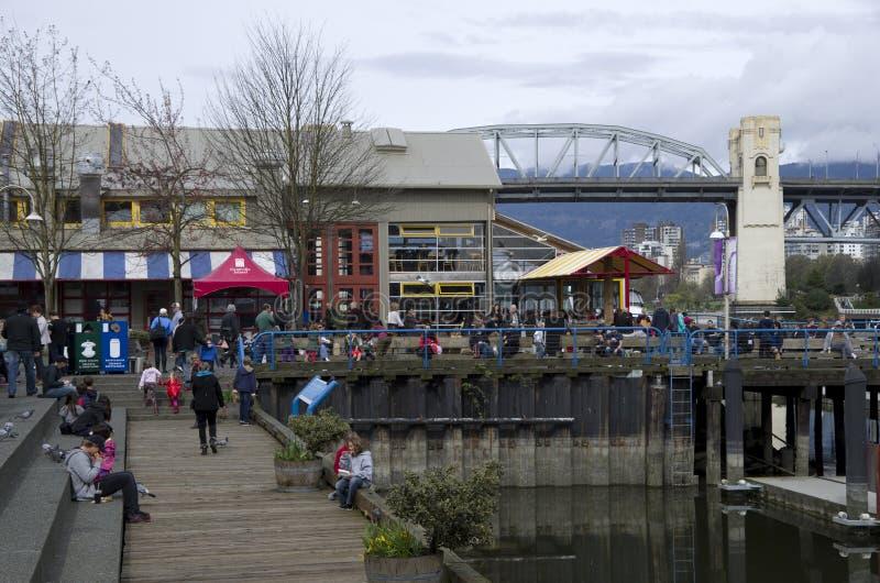 Touriste chez Granville Island Vancouver photos stock