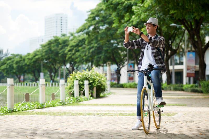 Touriste dans la ville photos stock