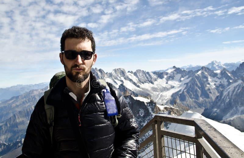 Touriste dans les montagnes image libre de droits