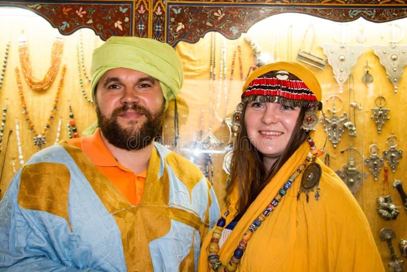 Touriste dans un voyage dedans par le Maroc image stock
