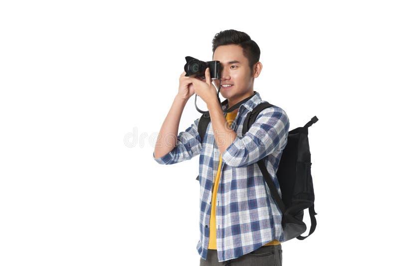 Touriste de sourire avec l'appareil-photo images stock