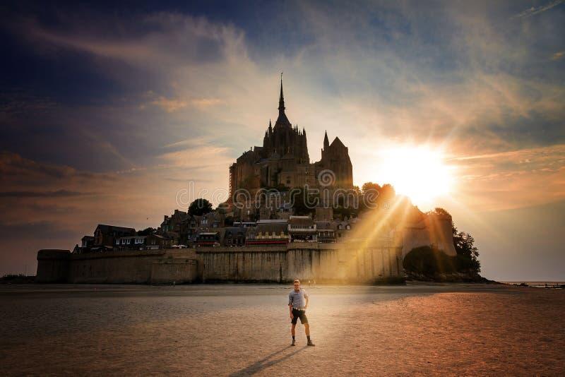 Touriste divin à le Mont Saint-Michel images stock