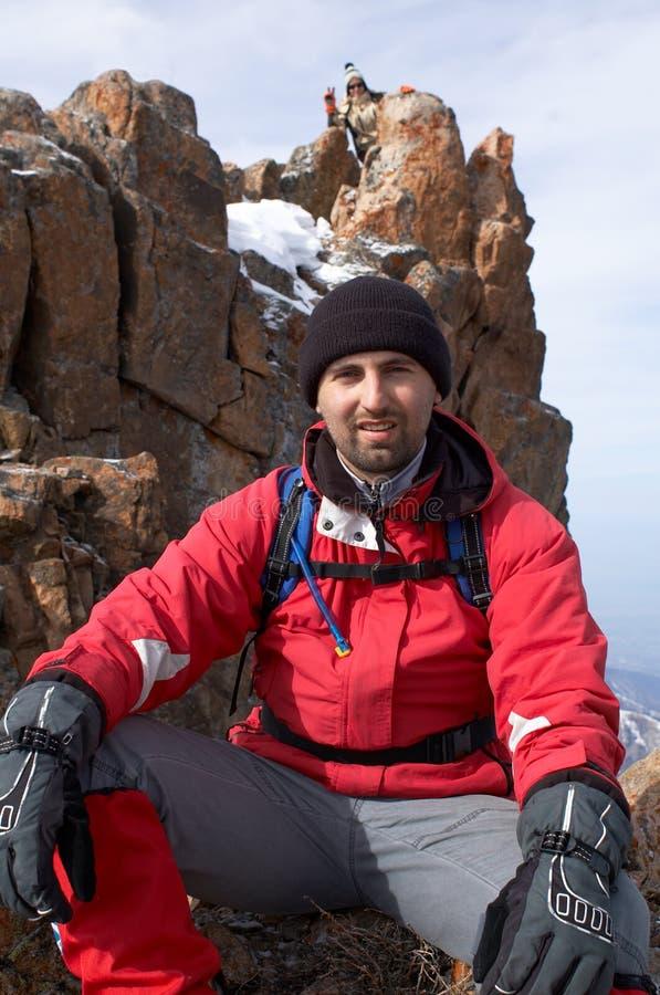 Touriste et falaise de montagne images libres de droits