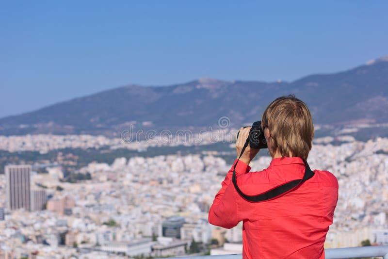 Touriste faisant des photos d'Athènes, Grèce photo stock