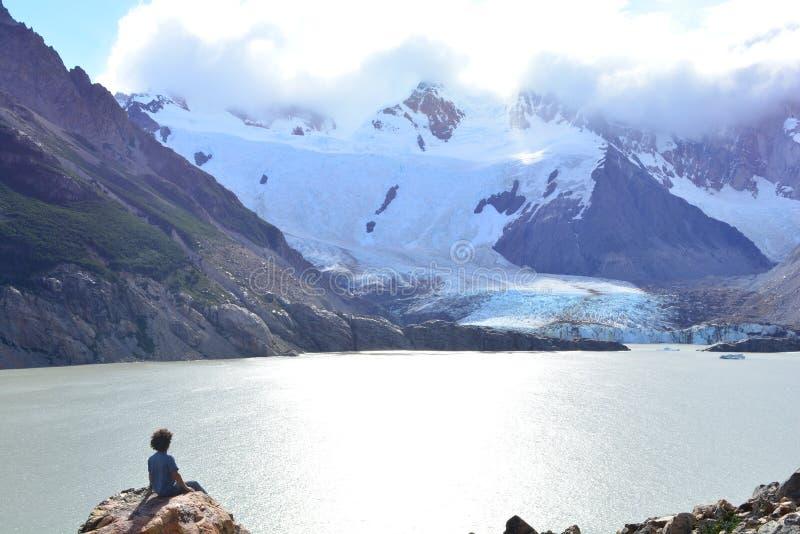 Download Touriste Non Identifié En Parc National De Visibilité Directe Glaciares, EL Chaltén, Argentine Photo stock éditorial - Image du montagne, horizontal: 87703798