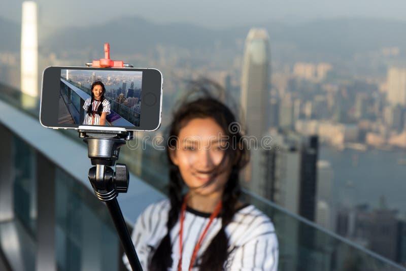 Touriste prenant des photographies sur la surveillance photo stock