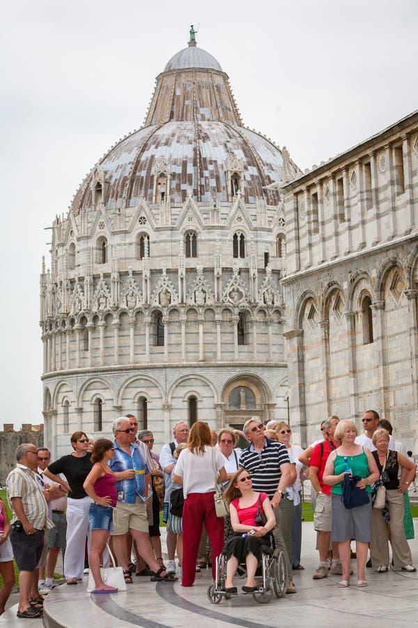 Touriste visitant le pays sur Piazza del Duomo photo stock