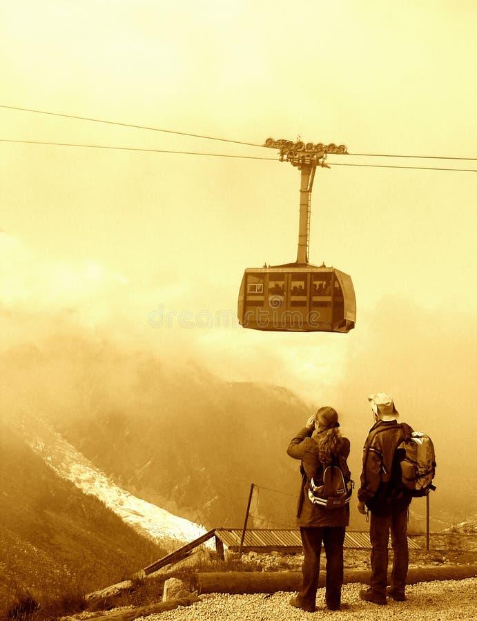 Download Touristen auf Berg stockbild. Bild von paare, rahmen, binokel - 25167