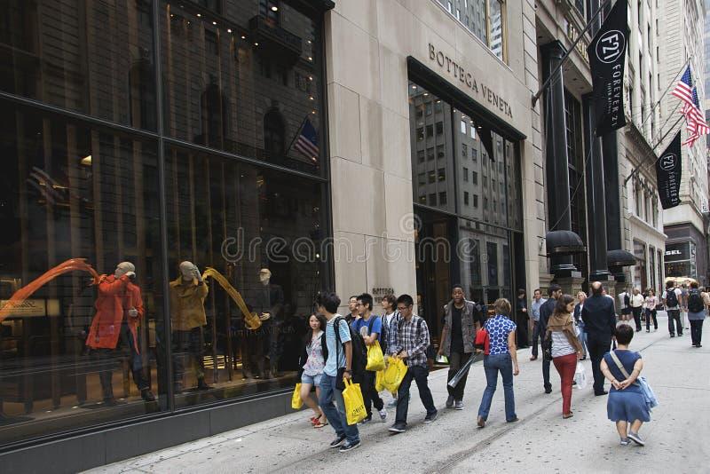 Touristen auf Fifth Avenue, New York City