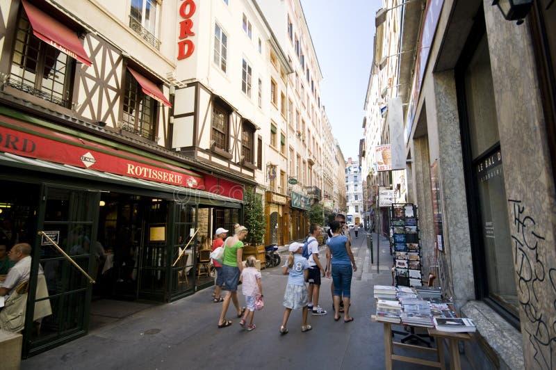 Touristen in der Straße von Lyon lizenzfreie stockfotografie