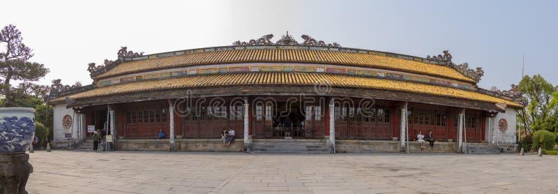 Touristen an der Zitadelle der Farbe in Vietnam lizenzfreie stockbilder