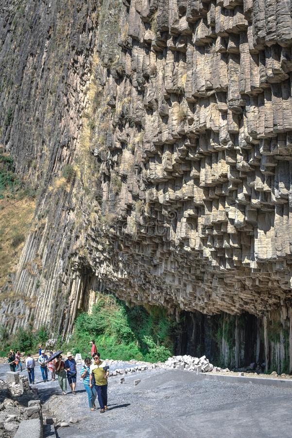 Touristen in Garni armenien stockfoto