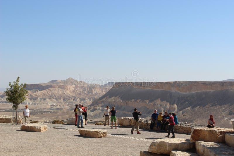 Touristen in Nationalpark Ben Gurions in Israel stockfotografie