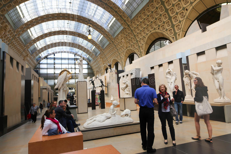 Touristen an Orsay-Museum - Paris lizenzfreies stockfoto