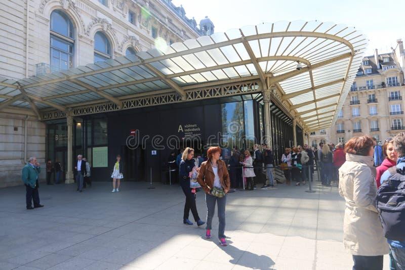 Touristen an Orsay-Museum - Paris lizenzfreies stockbild